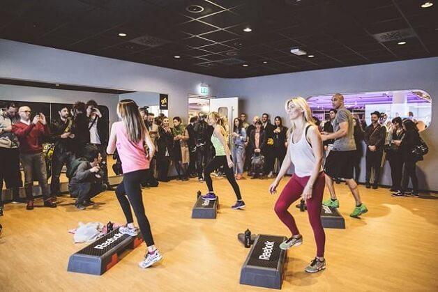 Corsi Virtual Fitness all'inaugurazione del fitness club low cost McFit di Milano